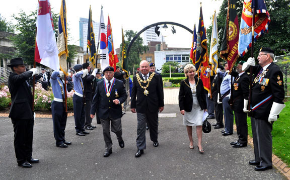 Lord Mayor and Lady Mayoress leave