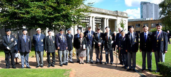 Veterans with Lady Mayoress